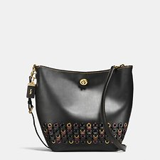 Picture of DUFFLE SHOULDER BAG WITH COACH LINK DETAIL IN GLOVETANNED LEATHER