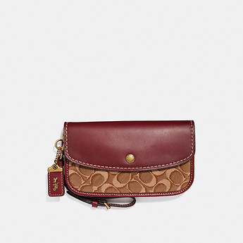 Image of Coach Australia  CLUTCH IN SIGNATURE JACQUARD