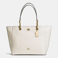 Image of Coach Australia LI/CHALK TURNLOCK CHAIN TOTE IN POLISHED PEBBLE LEATHER