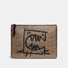 Image of Coach Australia KHAKI POUCH 30 IN SIGNATURE CANVAS WITH REXY BY GUANG YU