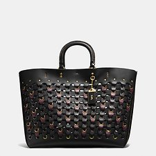 Picture of ROGUE TOTE IN COACH LINK GLOVE CALF LEATHER
